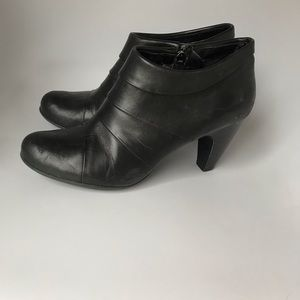 👠 Women's Connie Size 11 Black Heel Ankle Booties